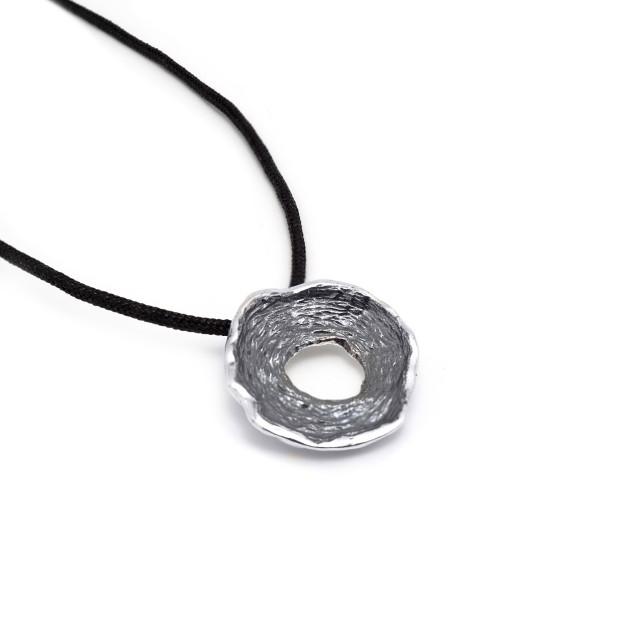 Стилен сребърен медальон КРЪГ