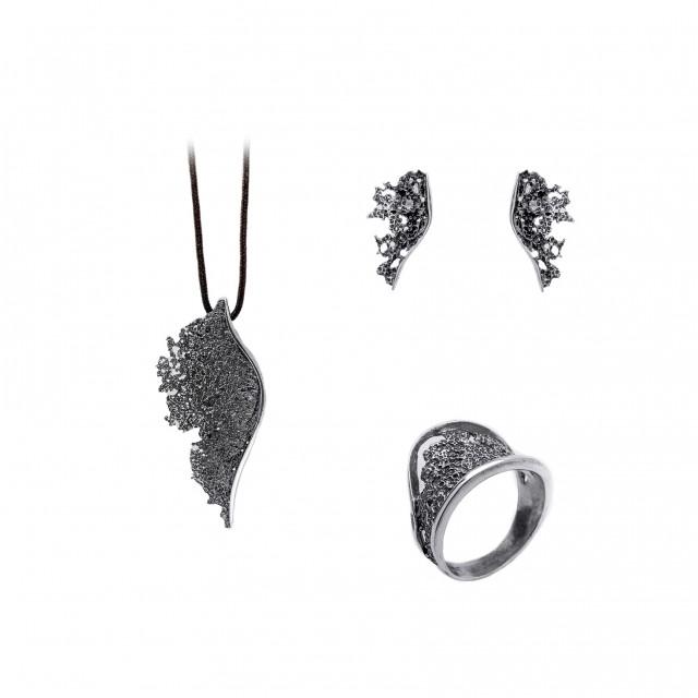 Нестандартен сребърен комплект от обеци, медальон и пръстен ЛАВА